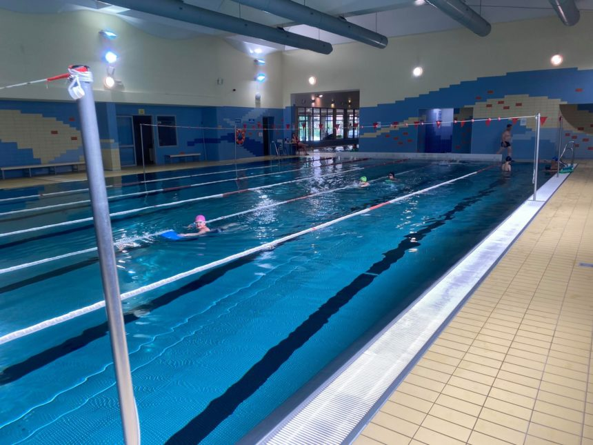 Triathlonowa Legnica- nauka pływania z Jurkiem Górskim